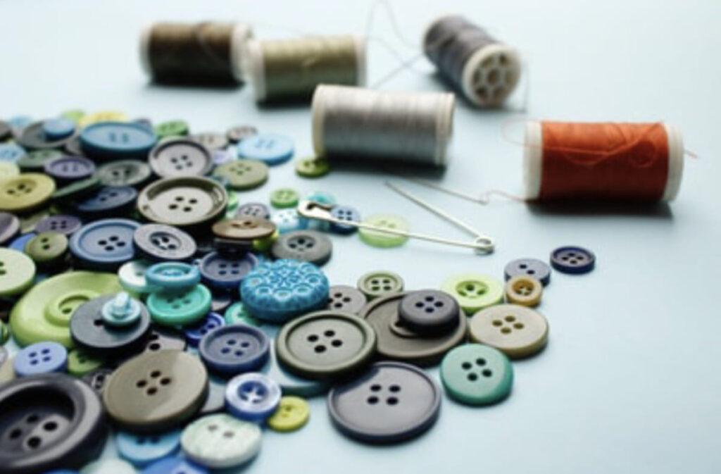 ミシン糸とボタン